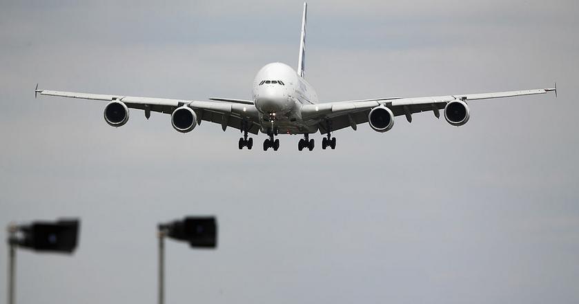 Airbus A380 to największy pasażerski samolot na świecie. Produkuje go europejskie konsorcjum