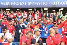 """SUKOB U MOSKVI Navijači Srbije napali Hrvate na Crvenom trgu i oteli im """"šahovnicu"""" /FOTO/"""