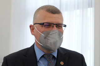 Grzesiowski: Punkty szczepień 'drive thru' to rozwiązanie rodem z thrillera