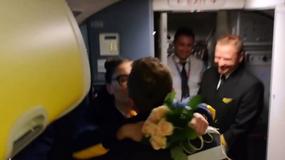 Niezwykłe zaręczyny w samolocie na lotnisku w Modlinie