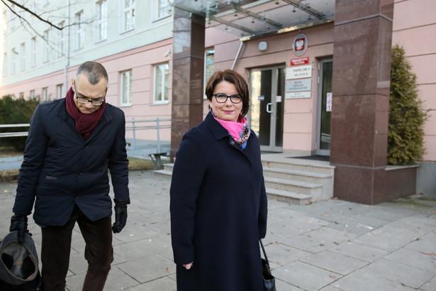 Tłumaczka Magdalena Fitas-Dukaczewska i mecenas Mikołaj Pietrzak (po przesłuchaniu w Prokuraturze Krajowej w Warszawie.