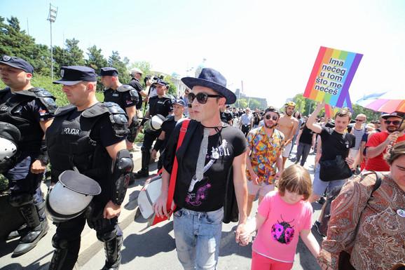 Skup obezbeđivale jake policijske snage