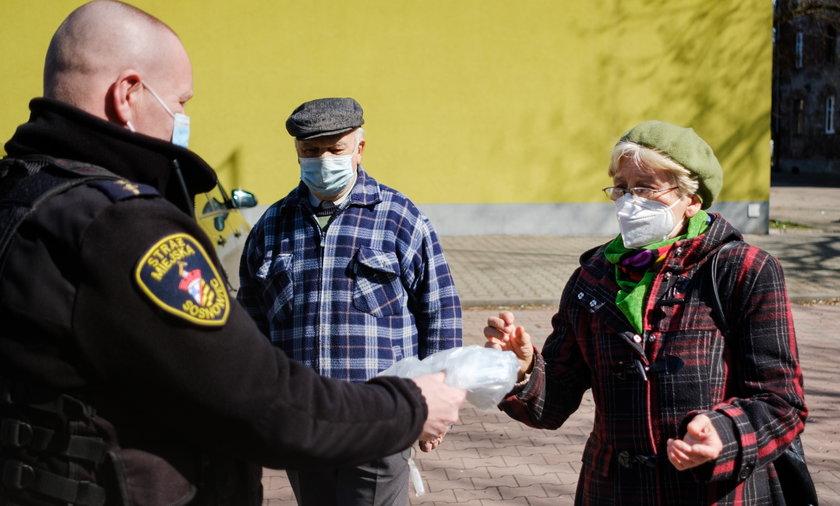 Mieszkańcy Sosnowca otrzymują darmowe maseczki. To już druga taka akcja w mieście podczas epidemii koronawirusa