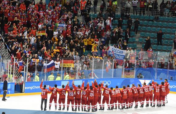 Slavlje Rusa na ledu i na tribinama