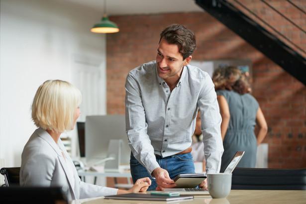 """Nawet jeśli zdarzy nam się zapomnieć o wykonaniu zadania, o które prosił szef, możemy powiedzieć: """"właśnie nad tym pracuję"""", """"potrzebuję jeszcze jednego dnia, aby wykonać to zadanie jak najlepiej""""."""