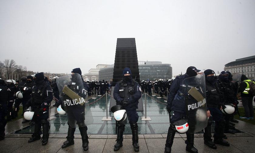 PROTEST STRAJKU KOBIET I STRAJKU PRZEDSIEBIORCOW