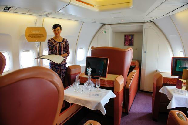 Wnętrze Boeinga 747-400 linii Singapore Airlines