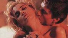 """Sharone Stone żąda 14 mln za zerwanie umowy na realizację """"Nagiego instynktu 2"""""""