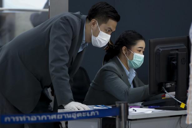 Ale jeśli o wiele więcej ludzi ginie w wypadkach/w wannach/z powodu smogu niż w wyniku epidemii lub ataków terrorystycznych, to jak wytłumaczyć szaleńczą panikę, którą wzbudzają te ostatnie? I czy na pewno jest ona nieuzasadniona?