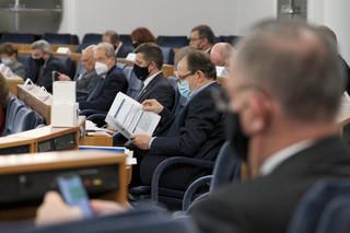 Senat za nowelą dot. optymalizacji systemu poboru opłat za reklamę alkoholu