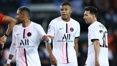 Pochettino calls for patience with all-star PSG