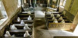 Przerażające istoty w nawiedzonym kościele