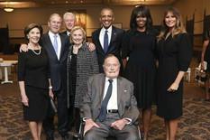Zašto se na fotografiji sa SAHRANE Melanija, Bušovi, Klintonovi i Obame SMEJU od uva do uva?