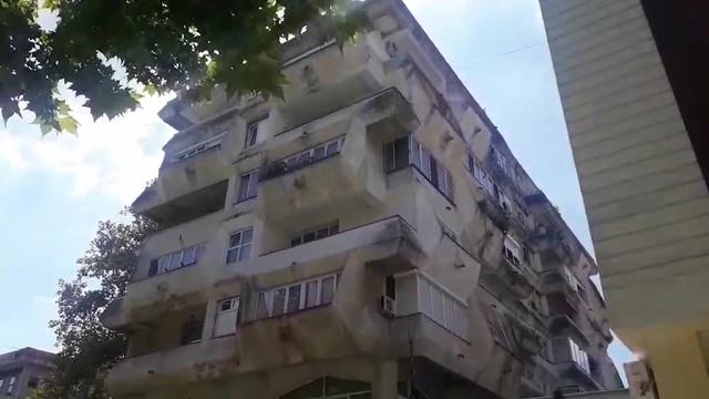 Zgrada u kojoj je živela pokojna majka, teško povređeni dečak i njegov otac