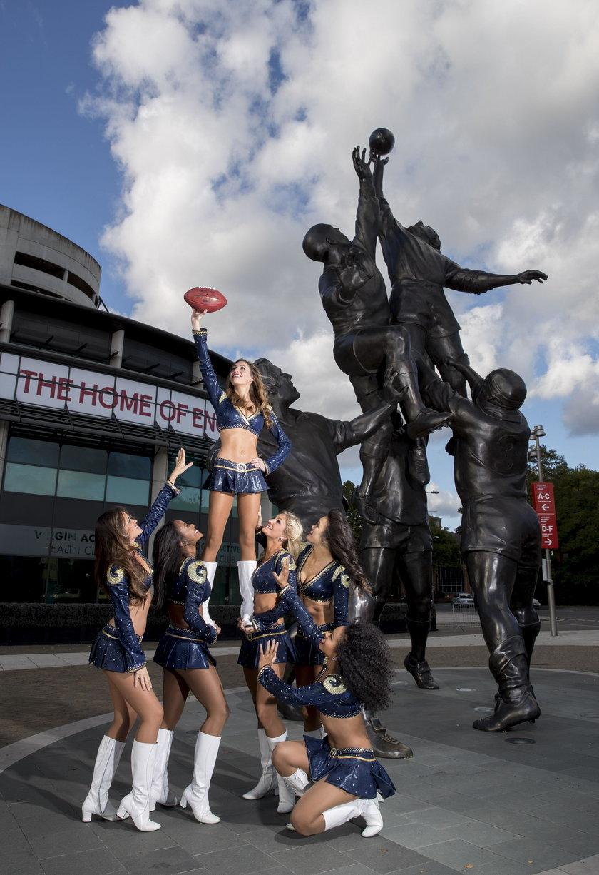 Seksowna sesja cheerleaderek przed meczem NFL między New York Giants i Los Angeles Rams