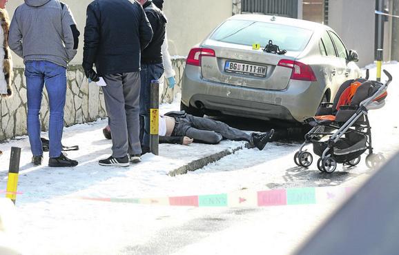 Hladnokrvno u Beogradu ubio Nebojšu Markovića dok je iz kola vadio dečja kolica
