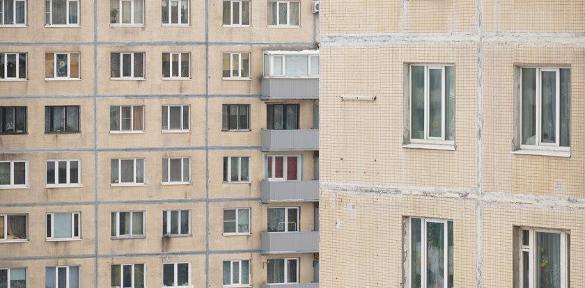 Dziewczynka spadła z 12. piętra. Uratował ją dostawca [FILM +18]