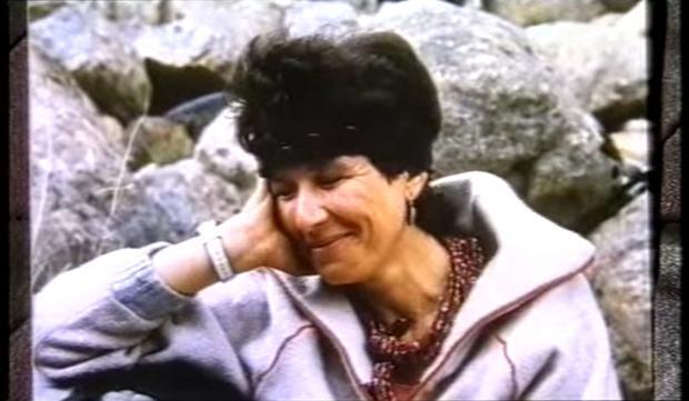"""Dobrosława Miodowicz-Wolf. Kadr z filmu dok. """"Za cenę życia"""" TVP S.A. 2001"""