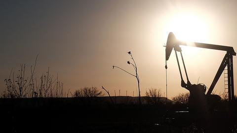 Analitycy szacują, że cena za baryłkę ropy naftowej będzie wahać się od 50 do 57 dol.