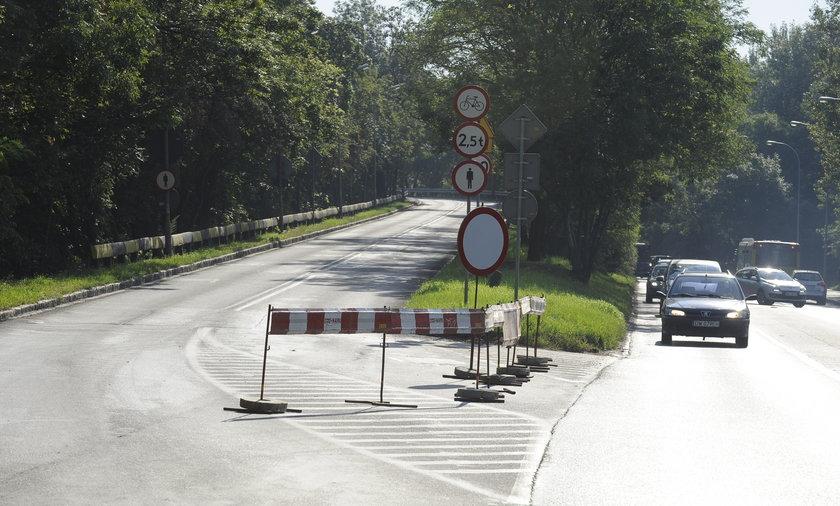 Zamknięty wiadukt Strzegomski.