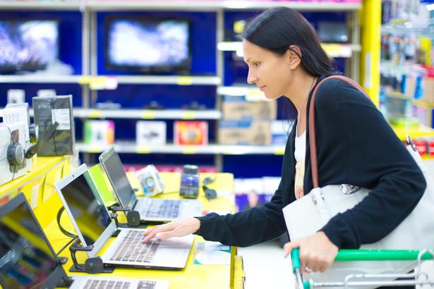 W efekcie w zależności od rodzaju zawartej umowy (darowizny czy sprzedaży) właściciel rzeczy będzie miał inne prawa, a przedsiębiorca, który towar sprzedał, inne obowiązki