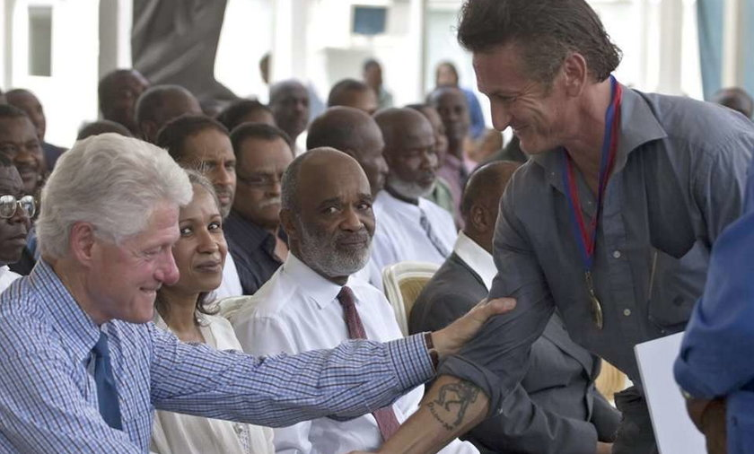 Penn dostał gratulacje od Clintona