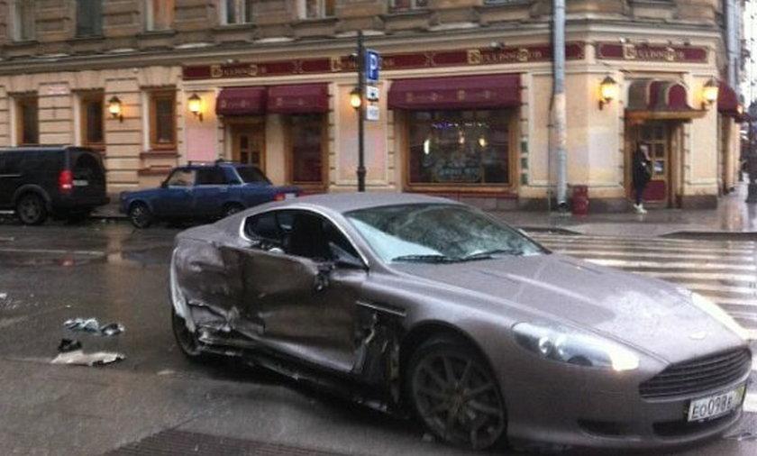 15-letni bramkarz Zenita Sankt Petersburg rozbił Astona Martina! Podobno kupił go za swoje pieniądze. Uciekł z miejsca wypadku, a teraz grozi mu surowa kara!