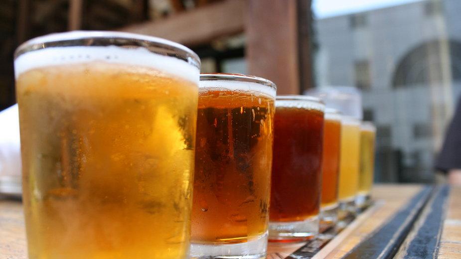 Darmowe piwo dla zaszczepionych? To pomysł barów m.in. w Nowym Orleanie