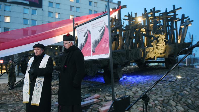 Ks. Józef Maj i ks. Jan Sikorski na obchodach Dnia Pamięci Żołnierzy Wyklętych w Warszawie