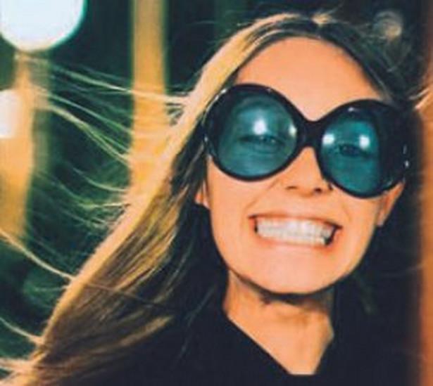 """Muchy - Modę na okulary zakrywające pół twarzy zapoczątkowała u nas Małgorzata Braunek grajać kobietę modliszkę w """"Polowaniu na muchy""""Wajdy"""