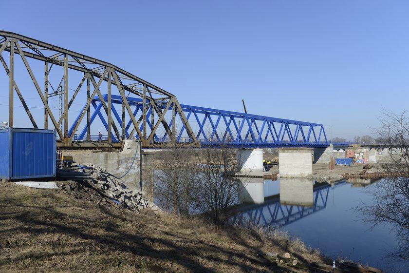 Most kolejowy na Odrze we Wrocławiu