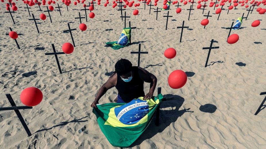 Instalacja upamiętniająca ofiary koronawirusa w Brazylii