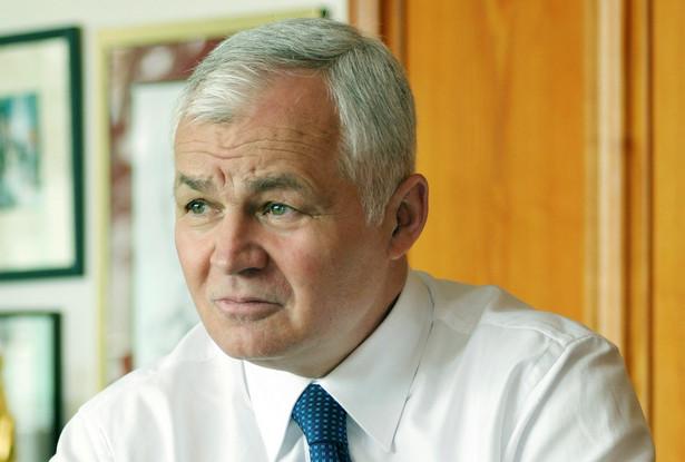 Jan Krzysztof Bielecki przewodniczący Rady Partnerów EY Polska, premier w 1991 r., w latach 1993–2003 przedstawiciel Polski w Europejskim Banku Odbudowy i Rozwoju, prezes zarządu Pekao SA w latach 2003–2010, przewodniczący Rady Gospodarczej przy Prezesie Rady Ministrów w latach 2010–2014