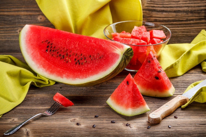 Lubenica- jedina zdrava letnja ishrana: bez mesa i majoneza, a ovo OBAVEZNO na tanjiru