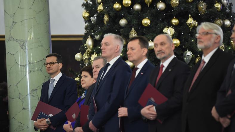 Ministrowie podczas uroczystości powołania rządu Mateusza Morawieckiego