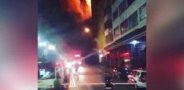 Wieżowiec stanął w płomieniach, a następnie runął. Dramatyczne nagranie z Sao Paulo