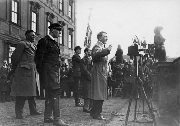 Volf Hajnrih Heldorf i Adolf Hitler