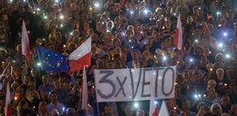 Tysiące osób pod Sejmem i Pałacem Prezydenckim