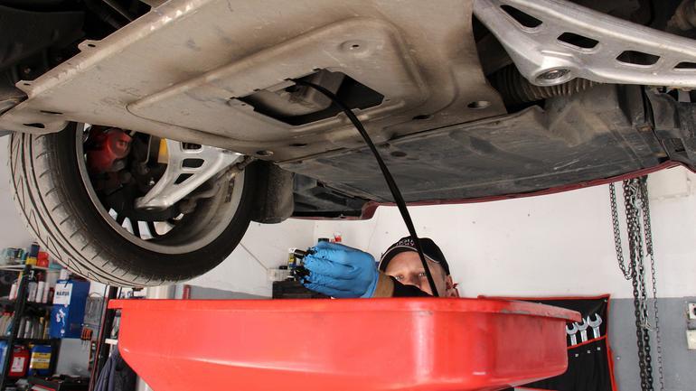 Olej silnikowy - kontrola, dolewki, wymiana