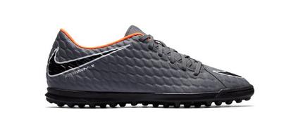 Korki, halówki, turfy. Jakie buty do piłki nożnej wybrać