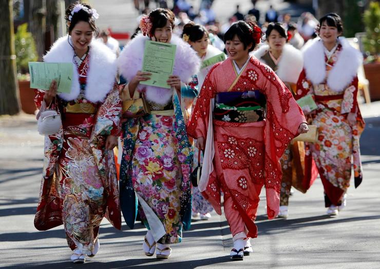 Američki muževi su nekada branili Japankama da nose kimono, ali sada su se vremena promenila