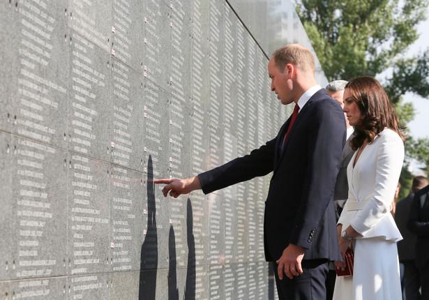 Księżna Catherine i książę William pod Murem Pamięci w Muzeum Powstania Warszawskiego