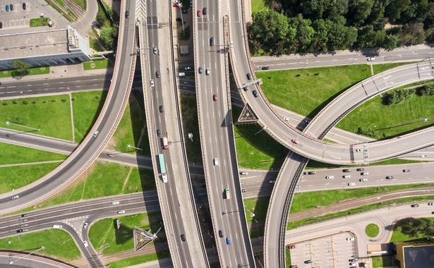 Dokładnie 3730,7. Tyle kilometrów dróg szybkiego ruchu mamy. W tym 1638,5 km autostrad oraz 2092,2 km ekspresówek.
