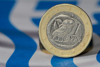Strefa euro ulży Grecji w spłacaniu zadłużenia, ale nie umorzy długu