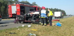 Groźny wypadek na A4. Samochód wjechał w barierki