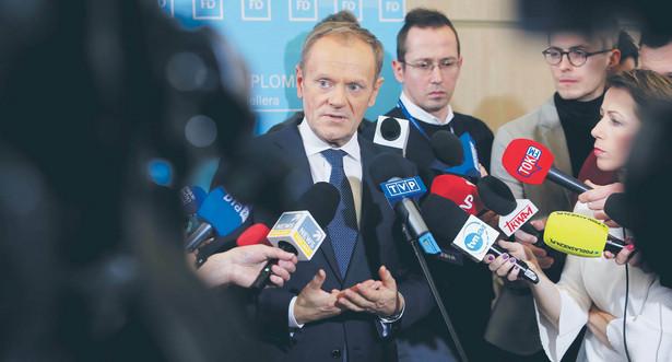 O czym mówił szef Europejskiej Partii Ludowej? Ocenił, że nie znajdzie się w przewidywalnej przyszłości w Polsce ktoś, kto zadeklarowałby polityczny program wyprowadzenia naszego kraju z UE.