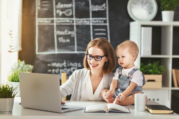Możliwość indywidualnej lub wspólnej pracy na wynajmowanej powierzchni, najczęściej biurowej, wykorzystywana głównie przez zarobkujących na własny rachunek