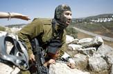 Izraelski vojnik je zgrabio palestinskog dečaka tokom protesta protv jevrejskih naselja u mestu Nabi Saleh kod Ramale