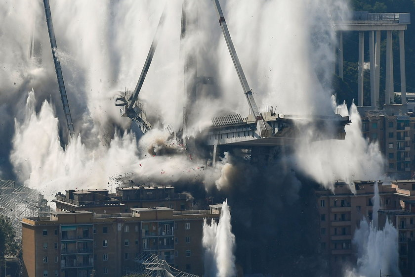 Włochy: Wysadzili most w Genui. To na nim doszło do katastrofy