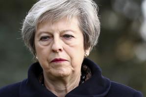 RASPADA SE BRITANSKA VLADA Tri ministra od jutros podnela ostavke, među njima i čovek čiji će odlazak biti VELIKI UDARAC za premijerku
